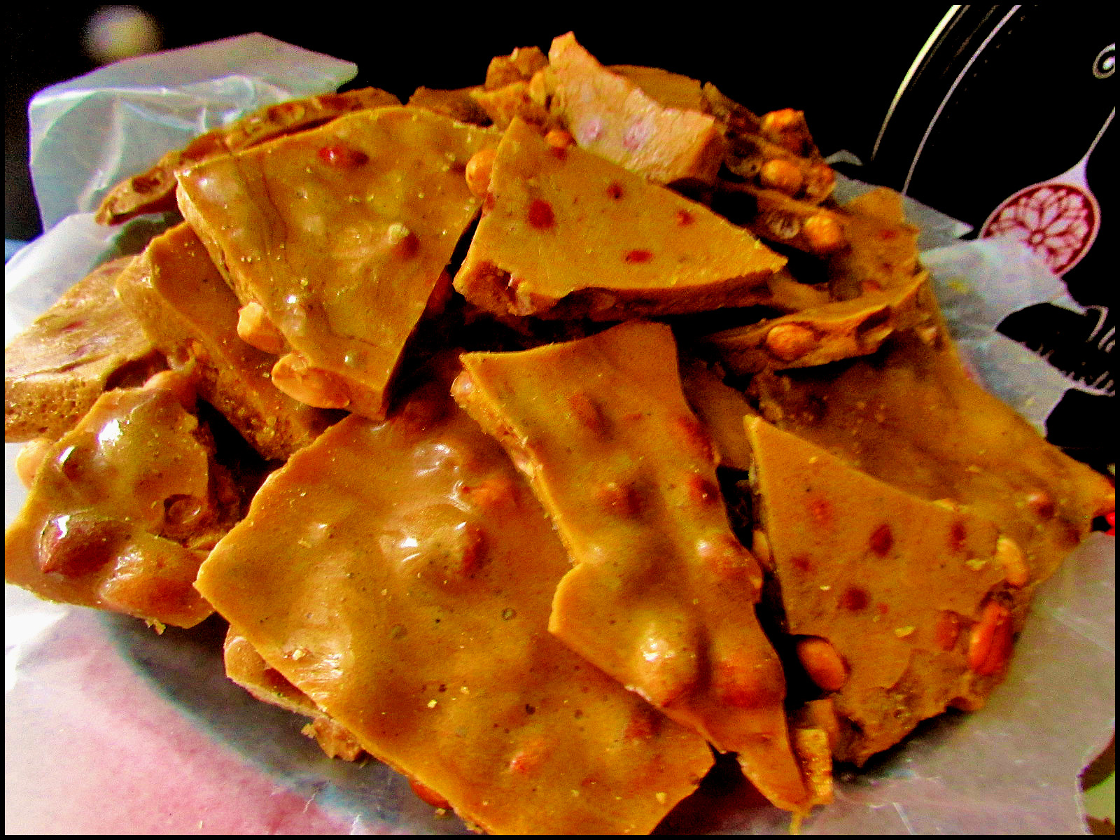 As you can see, the peanut brittle fortunately turned out pretty well ...